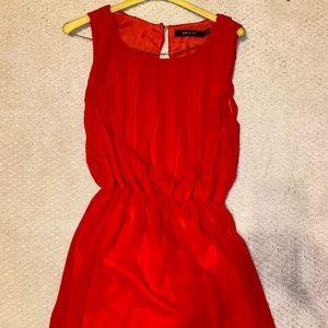 Dress dress w it h pleated accents